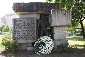 06.05.2011 Gedenkfeier Morzin-Platz Kranz